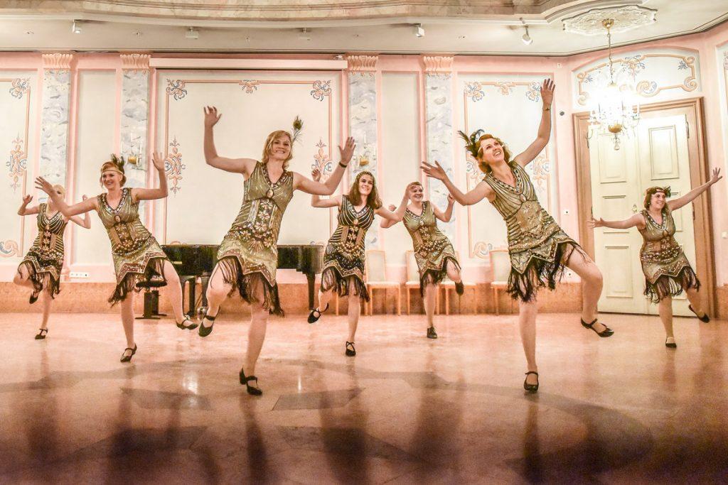 Flappergirls tanzen 20er Jahre Charleston